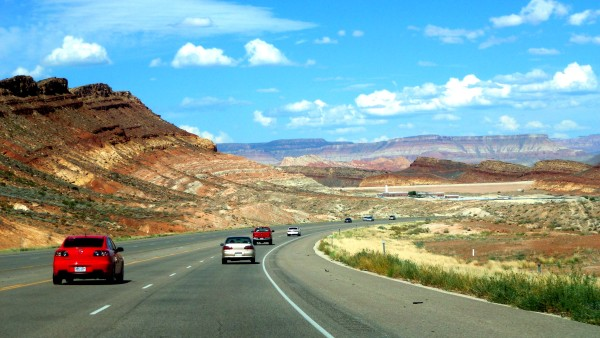 Cestou do Zionu pomedzi krátery a kaňony.